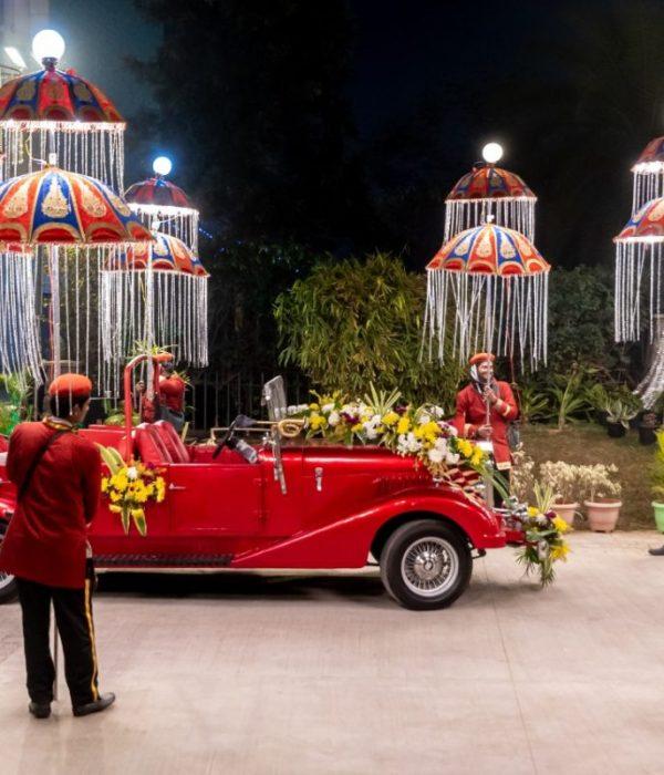 Showcase of vintage car hire in baarat